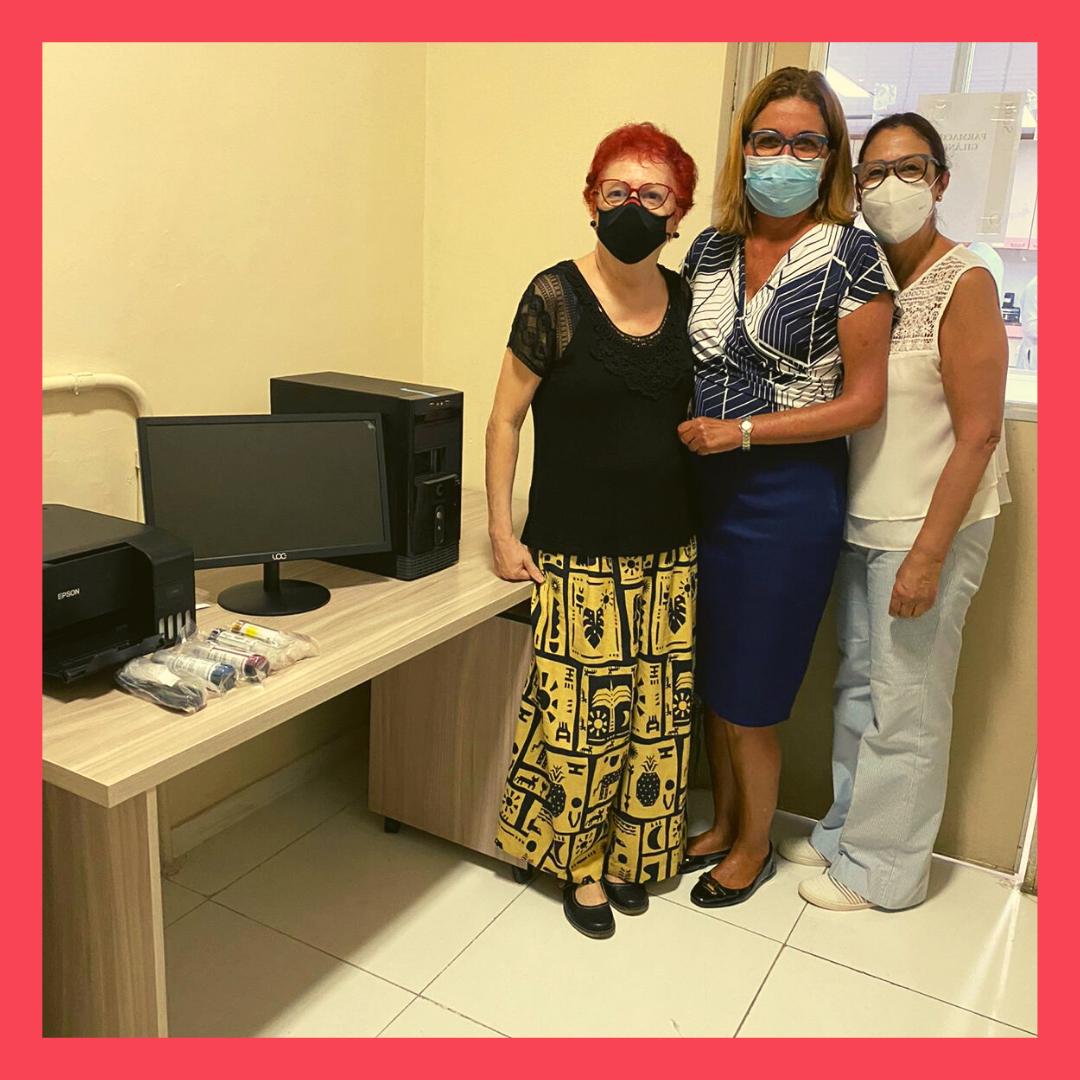 Da esquerda para direita: Profª Elisabete Pereira dos Santos, Coordenadora da Farmácia Universitária da UFRJ, Graciete Endringer, presidente da Regional/RJ e Profª Zaida Maria de Freitas, orientadora do estudo.